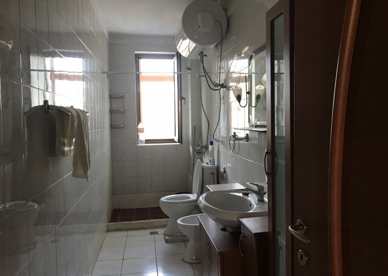 Shitet Apartament 2+1 prane shkolles Vasil Shanto