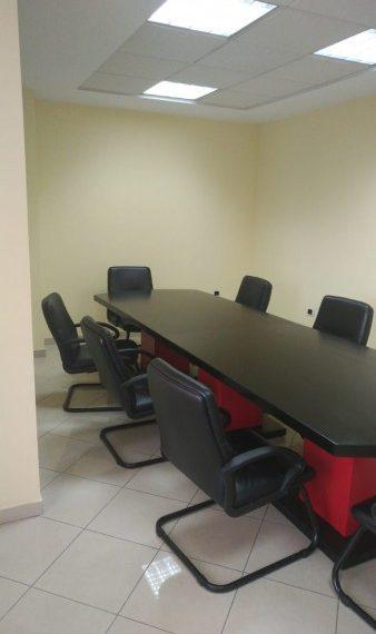 Zyre per Qira ne nje qender biznesi