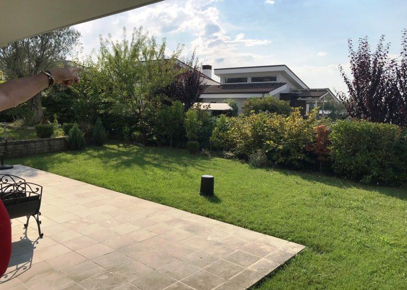 Vile e arreduar bukur me qira ne Kompleksin Long Hill