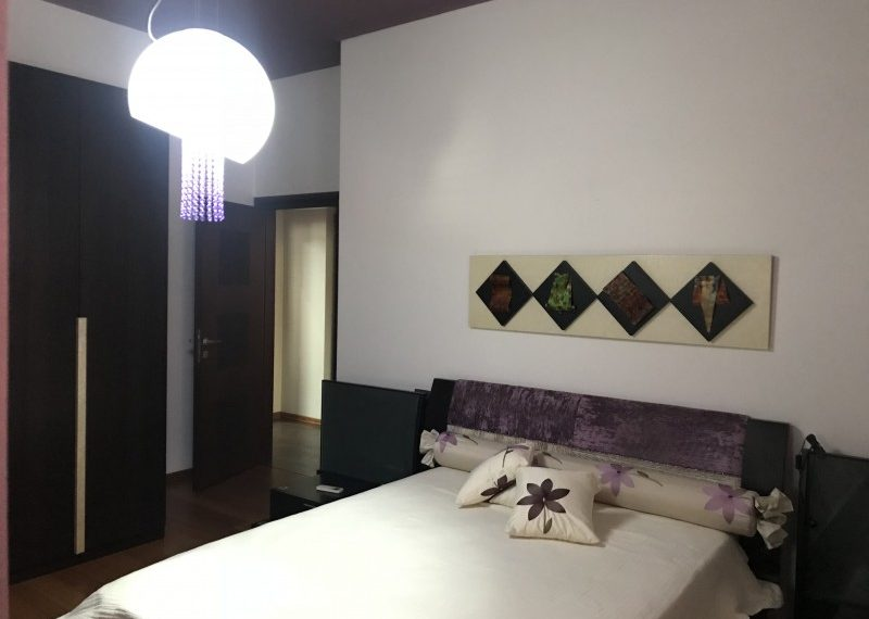 Shitet Apartament cilesor 3+1 prane RTSH