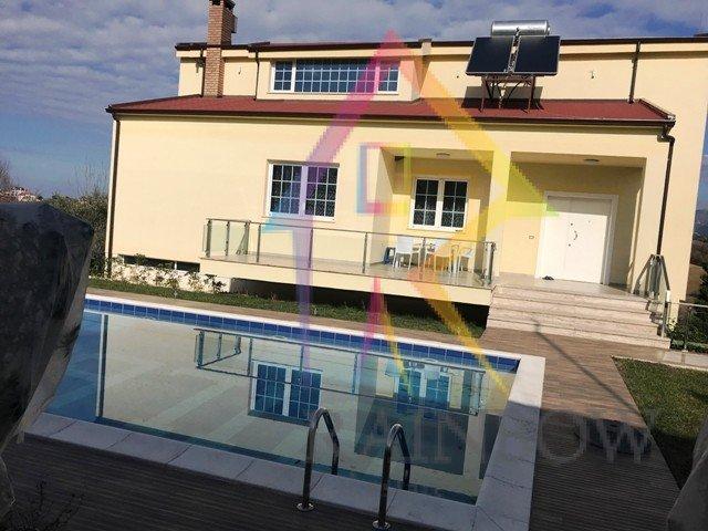 Vile private me pishine ne periferi te Tiranes