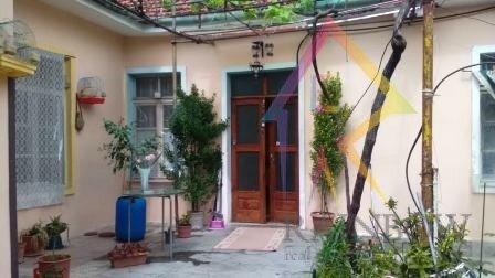 Shitet shtepi private ne Rrugen Riza Cerova afer Shkolles se Kuqe