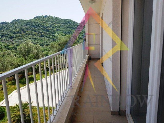 Apartament per shitje ne nje ndertese cilesore prane kopshtit Botanik