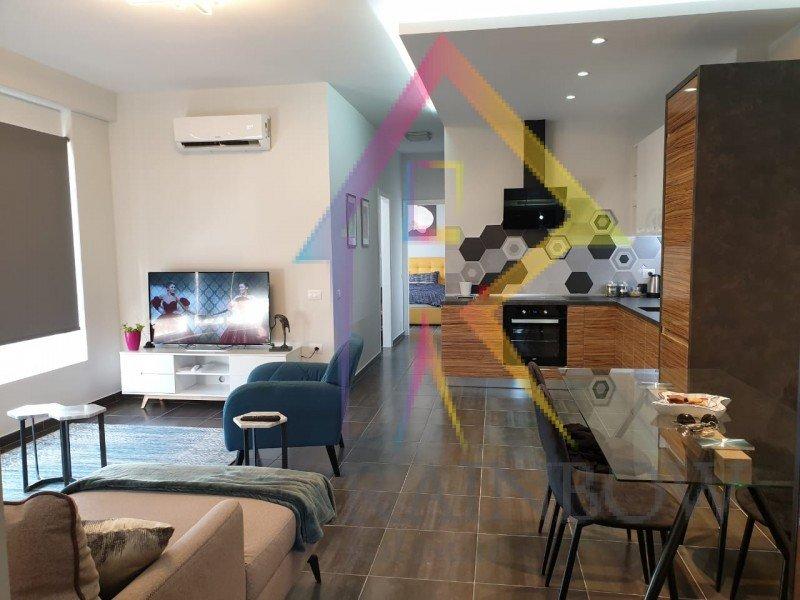 Apartament per shitje prane Pazarit te Ri