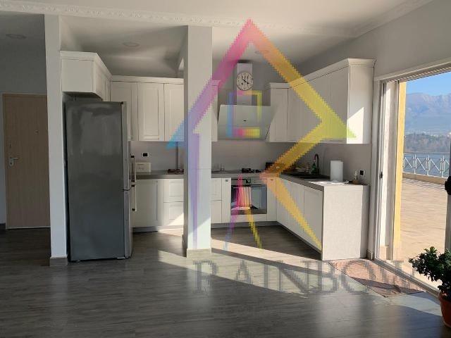 Apartament 3+1 me verande per qira