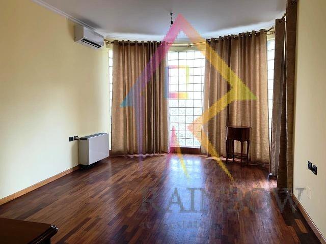 Apartament 3+1 per qira ne Bllok.