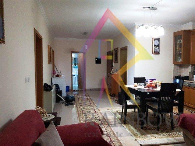 Shitet apartament te rruga Perlat Rexhepi