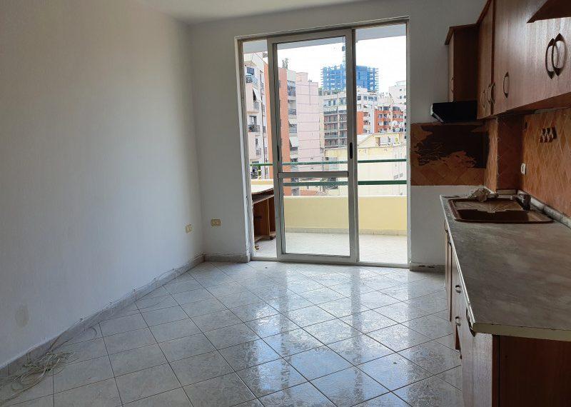 Shitet apartament te Selvia