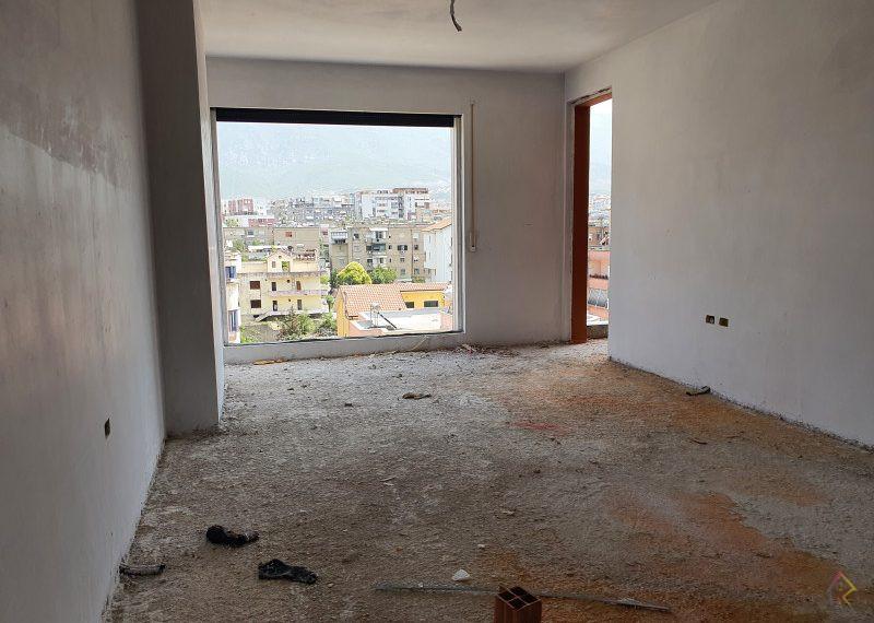 Shitet apartament prane spitalit Nene Tereza
