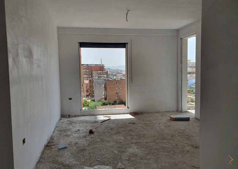 Shitet apartament ne rrugen Kongresi Manastirit