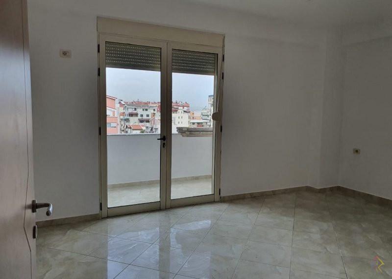 Apartament per shitje prane rruges Rrapo Hekali